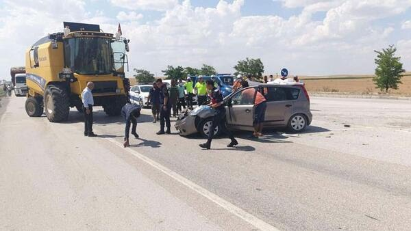 Son dakika... Konya'da feci kaza! Otomobil ile biçerdöver çarpıştı...